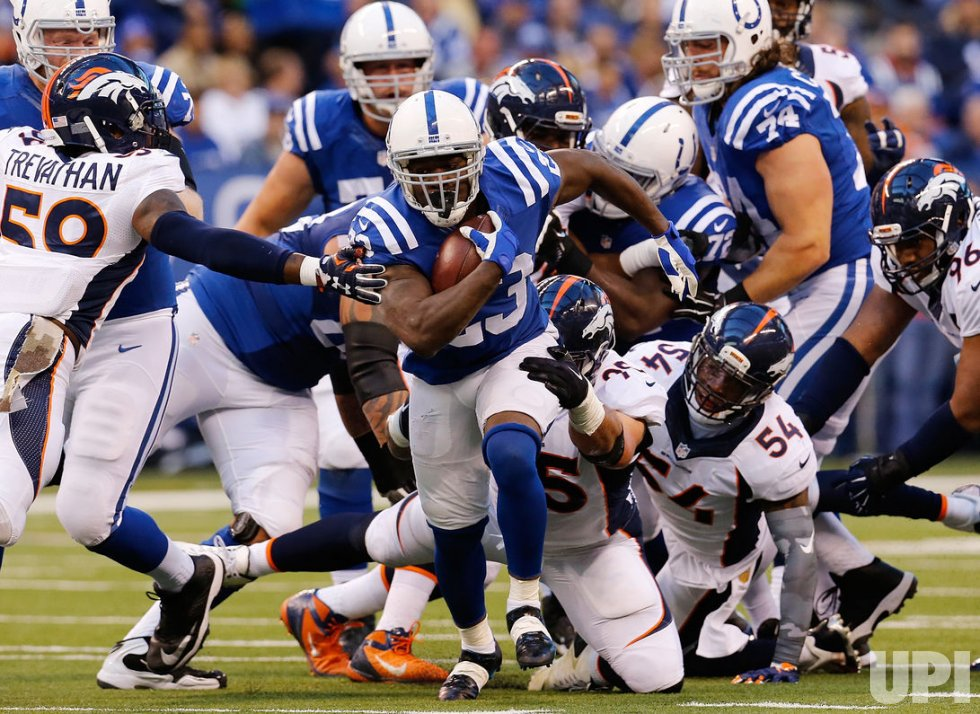Colts RB Frank Gore fights to break free from defense
