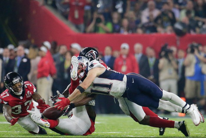 Julian Edelman makes a diving 23-yard reception in the fourth quarter of Super  Bowl LI. Photo by John Angelillo UPI f4c5a96e4