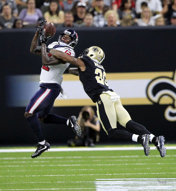 Texans WR Bruce Ellington attempts to bring in a pass at the Superdome in New Orleans