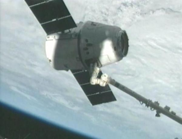 Dragon spacecraft reaches ISS