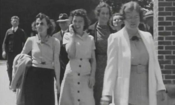 [VIDEO] Time traveler captured in 1938 film talking on a cellphone