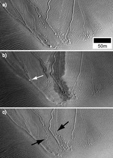 Mars: Dry ice 'hovercraft' sled down sand dunes