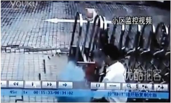 [VIDEO] Sinkhole swallows man in China
