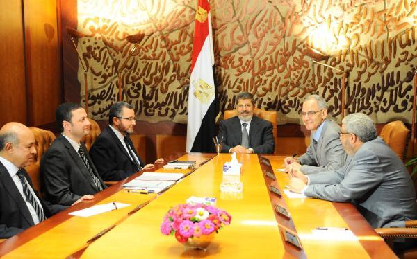 U.S. urges Egyptian military not to overthrow Morsi