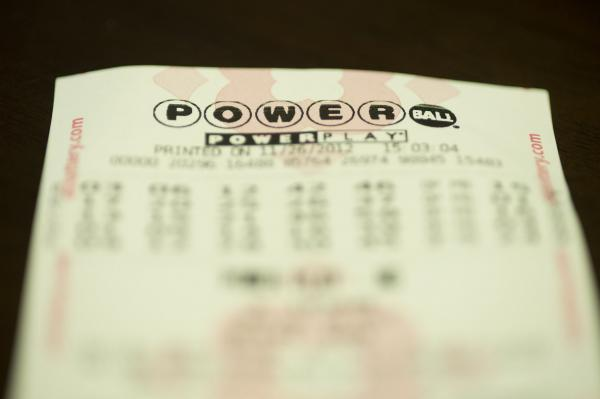 Don't be fooled: That winning Powerball ticket photo is a hoax