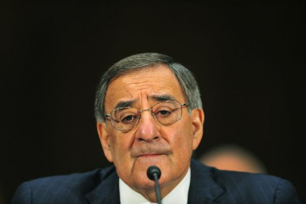 Pentagon lifts ban on women in combat