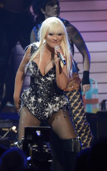 Christina Aguilera shows off weight loss on 'The Voice' finale