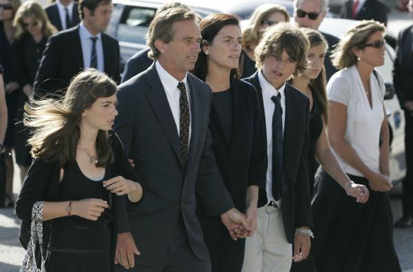 Report: Swift dating RFK's grandson