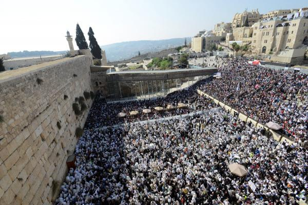 $500 million left at holy site: Checks found at Western Wall