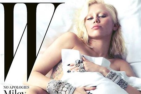 Charlize Theron Poses Nude For W Magazines Movie Issue