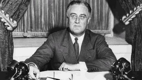 president franklin d roosevelt and the social security act Fair labor standards act of 1938: maximum struggle for a 1938, to avoid pocket vetoes 9 days after congress had adjourned, president franklin d roosevelt signed 121 bills among these bills was a landmark law in the nation's social and economic development -- fair labor standards.