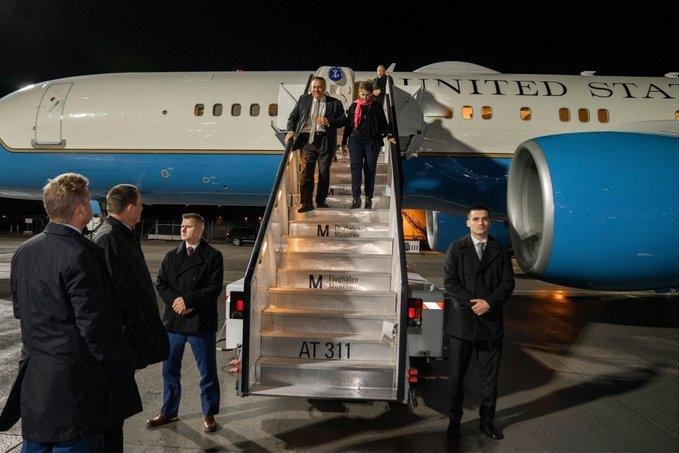 Pompeo sets off for 1st Africa trip, will...