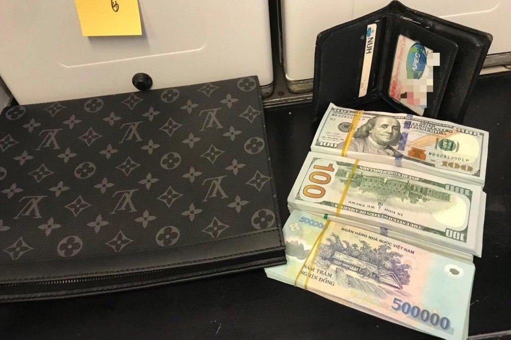 Wallet with 45000 cash left behind on plane in Vietnam.