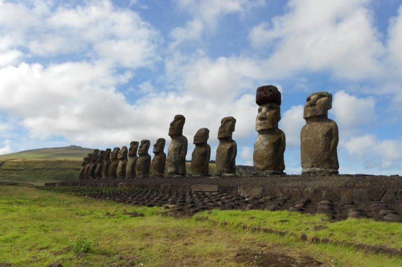 easter islanders used ropes ramps to place giant stone hats on