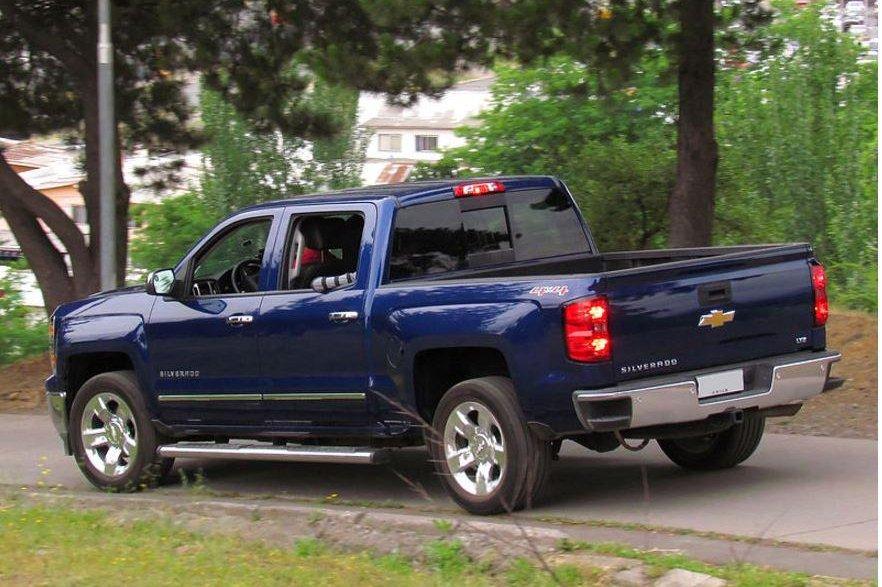GM recalling nearly 700,000 Chevy, GMC pickup trucks - UPI.com