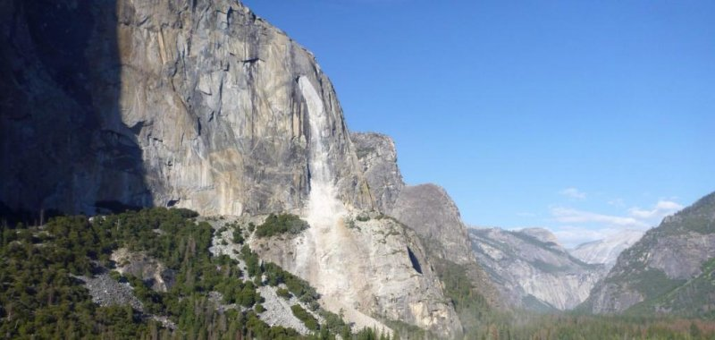 best service 2d6a8 015e1 thenewstribune.com Rockfall on Yosemite s El Capitan injures 1, day after  fatal slide