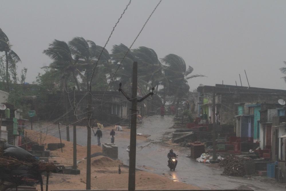 Cyclone Titli Lashes India S Eastern Coast Kills 8 Upi Com