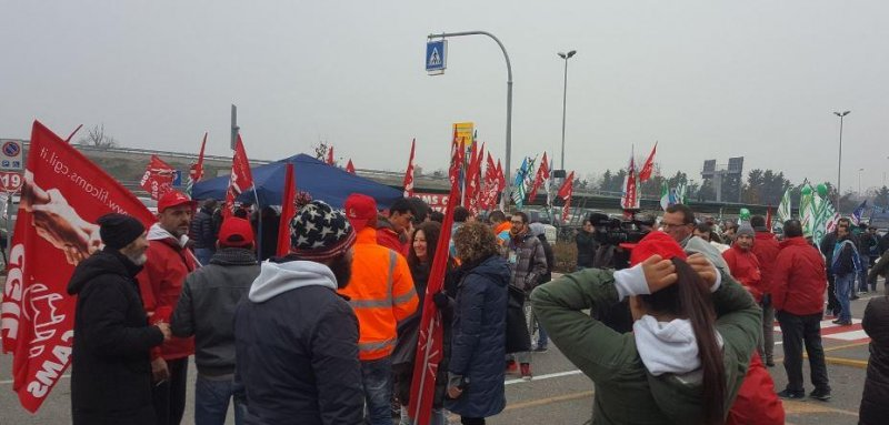 24 (UPI) -- Amazon workers in Germany and Italy went on strike on Friday f8d3250b68e1