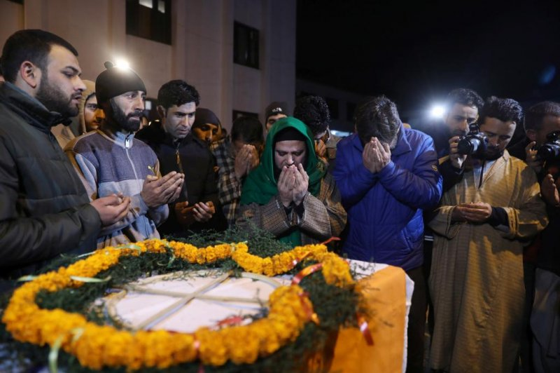 India city orders Pakistanis out as tensions rise after deadly terror attack