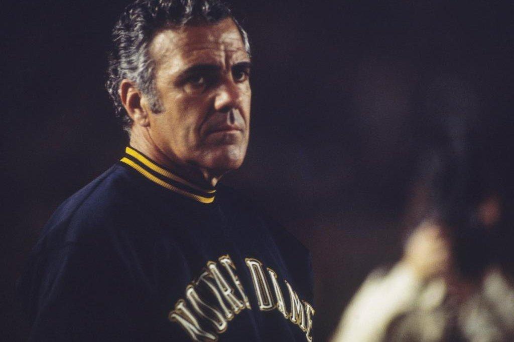 Notre Dame Fighting Irish legend, longtime coach Ara ...