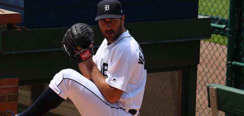 bb48f9fd6d8 DETROIT -- Detroit Tigers right-hander Justin Verlander was removed two  batters into the third inning of Sunday s game against the Chicago White  Sox due to ...
