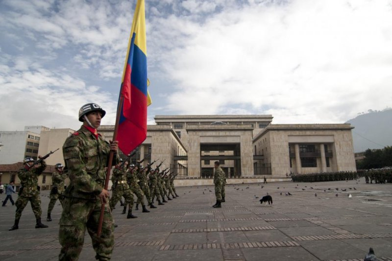 Colombia arrests military personnel accused of arming FARC ...