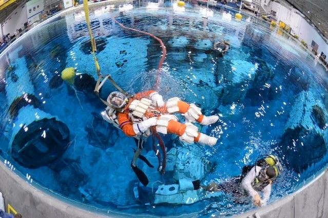 NASA Astronauts go underwater to test tools for a mission ...
