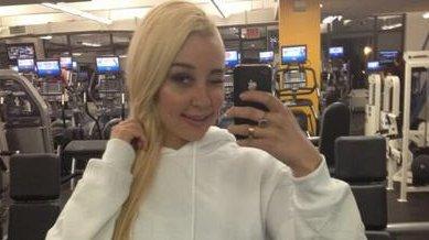 Amanda Bynes Wearing Wig In Court foto