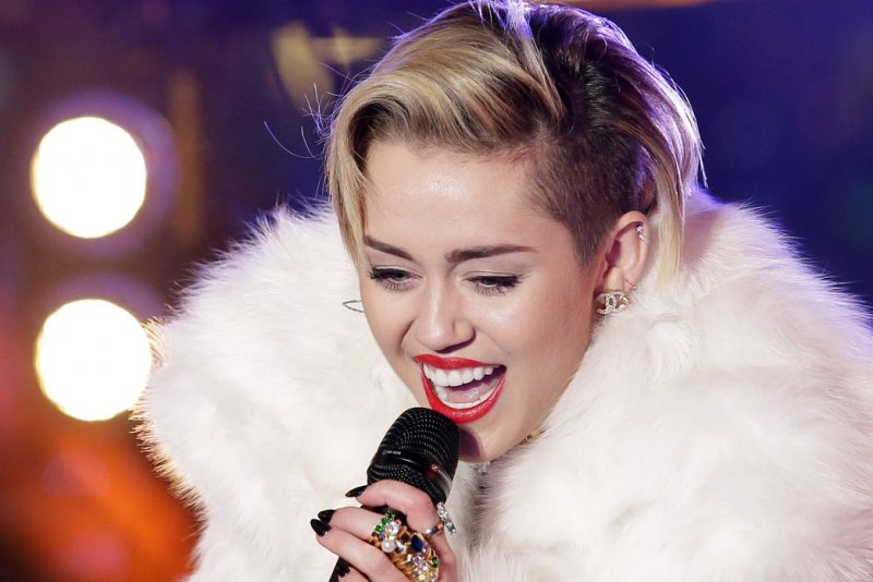 Miley Cyrus Nude in W Magazine: See the Leaked, Eyebrow