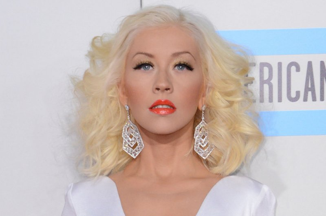 Pregnant Christina Aguilera Poses Nude for V Magazine   TV