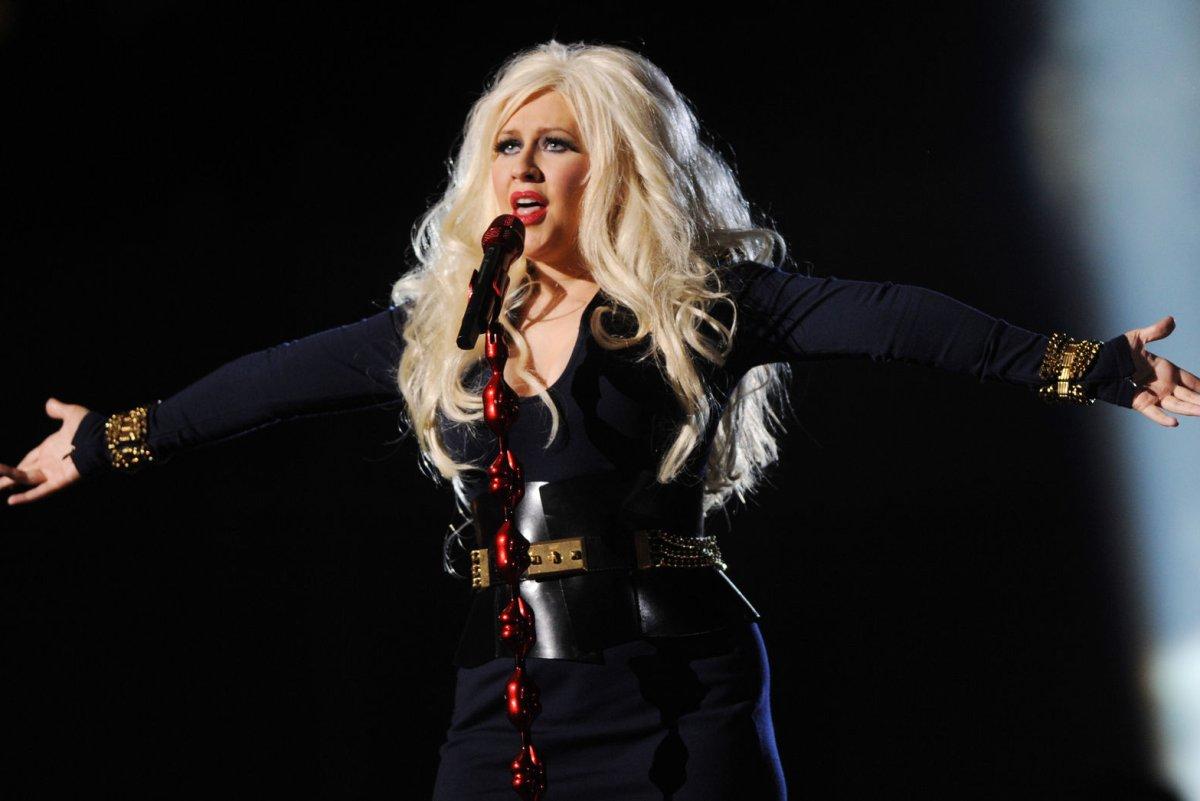 Christina Aguilera poses pregnant, naked for V Magazine