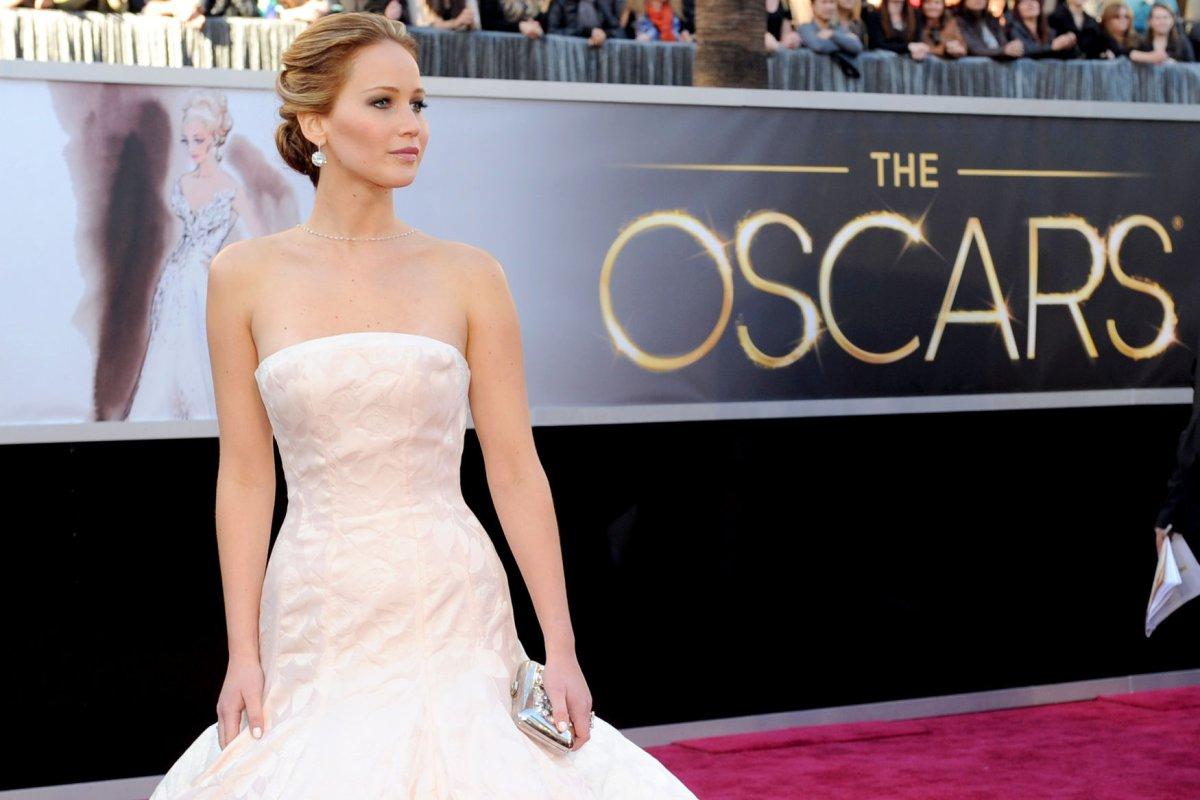 Apple says photos of nude celebrities including Jennifer