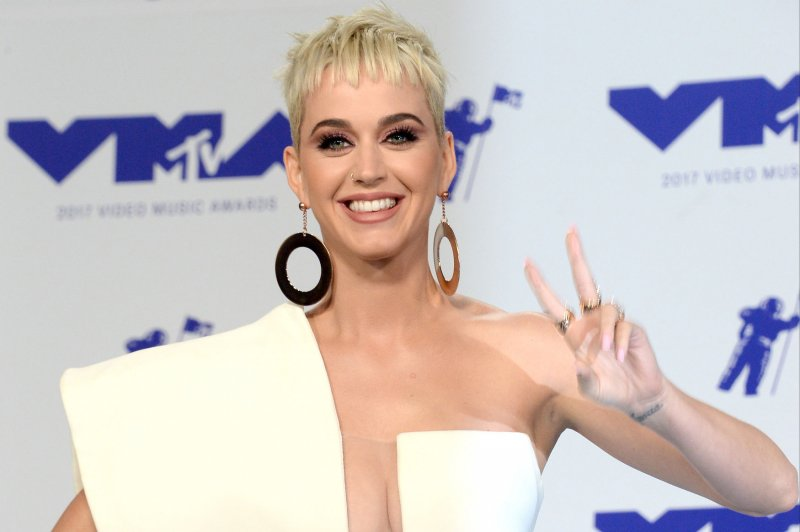 46861c24bb6e Katy Perry apologizes after  blackface  shoe controversy - UPI.com