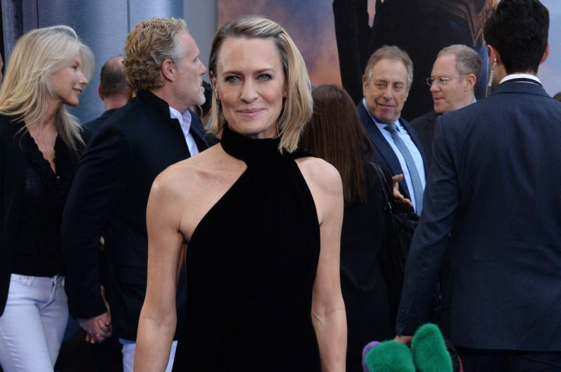 'House of Cards': Lane, Kinnear join Wright in new photos