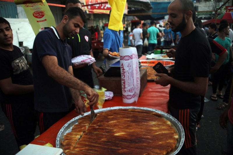 Top Saudi Arabia Eid Al-Fitr Food - Saudi-Arabia-other-Gulf-countries-declare-Sunday-start-of-Eid-al-Fitr  Image_18563 .jpg