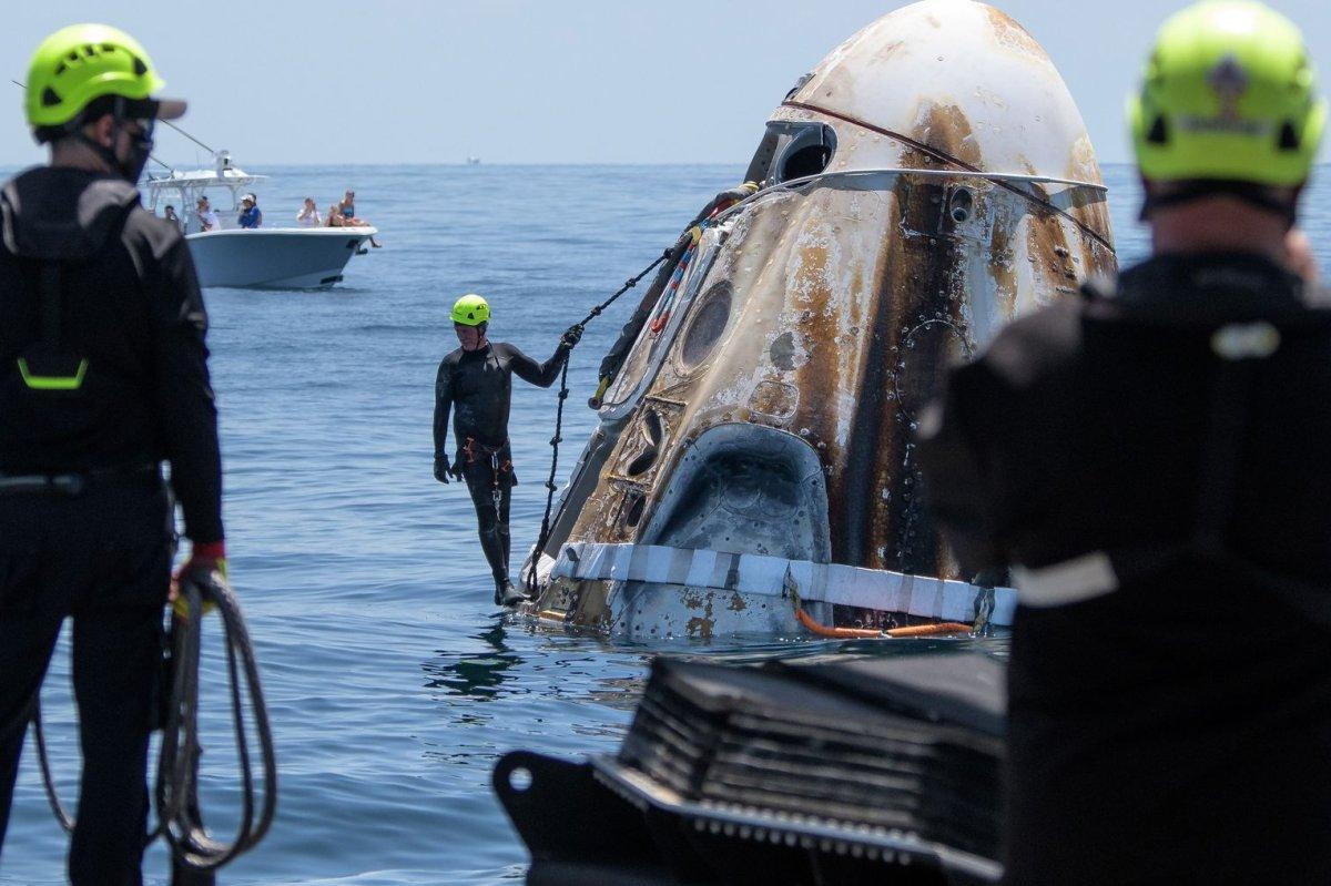 Astronauts praise `flawless` SpaceX capsule landing