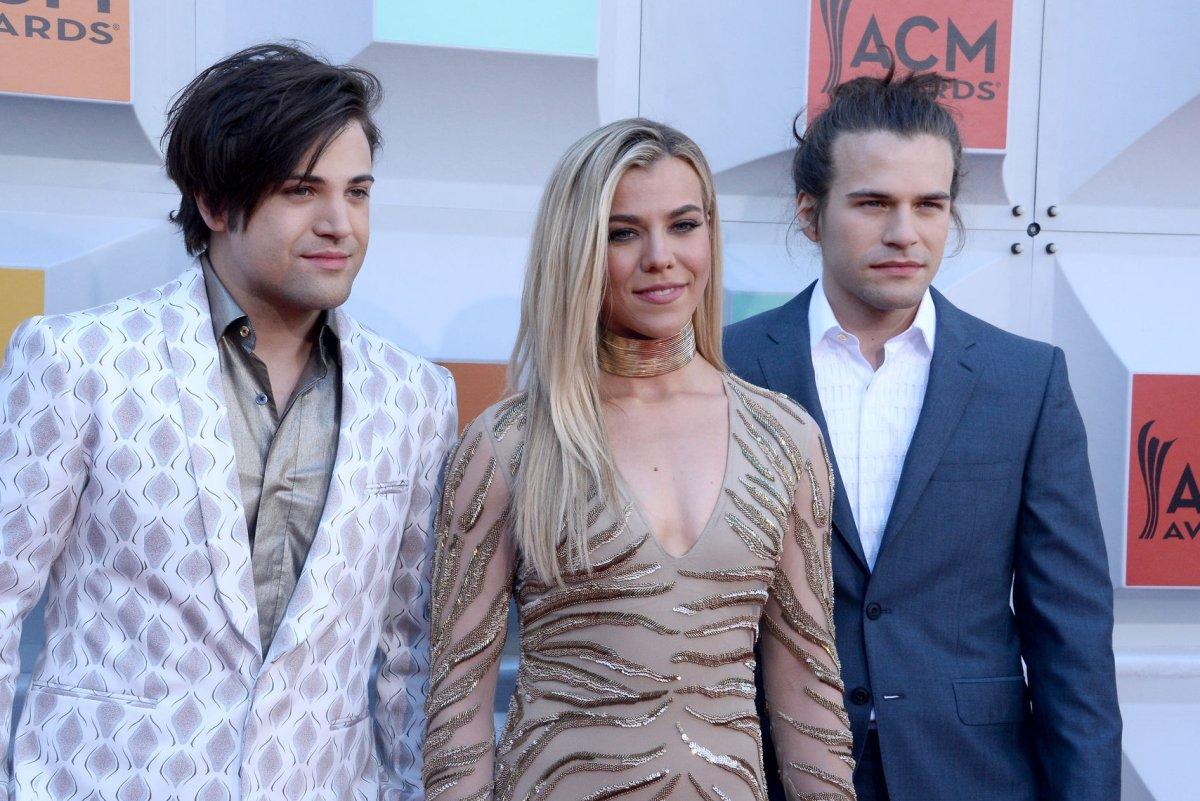ACMs: Miranda Lambert, Carrie Underwood shine on the red
