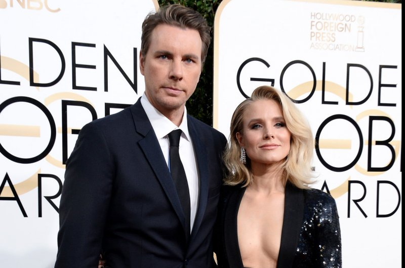Look Dax Shepard Shares Rare Photo Of Wife Kristen Bell And Daughters Upi