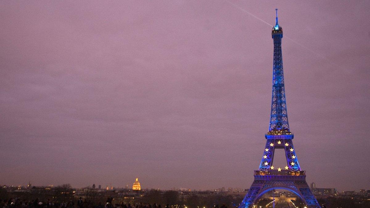 Womens Sex Fantasy Involves Eiffel Tower - Upicom-4995