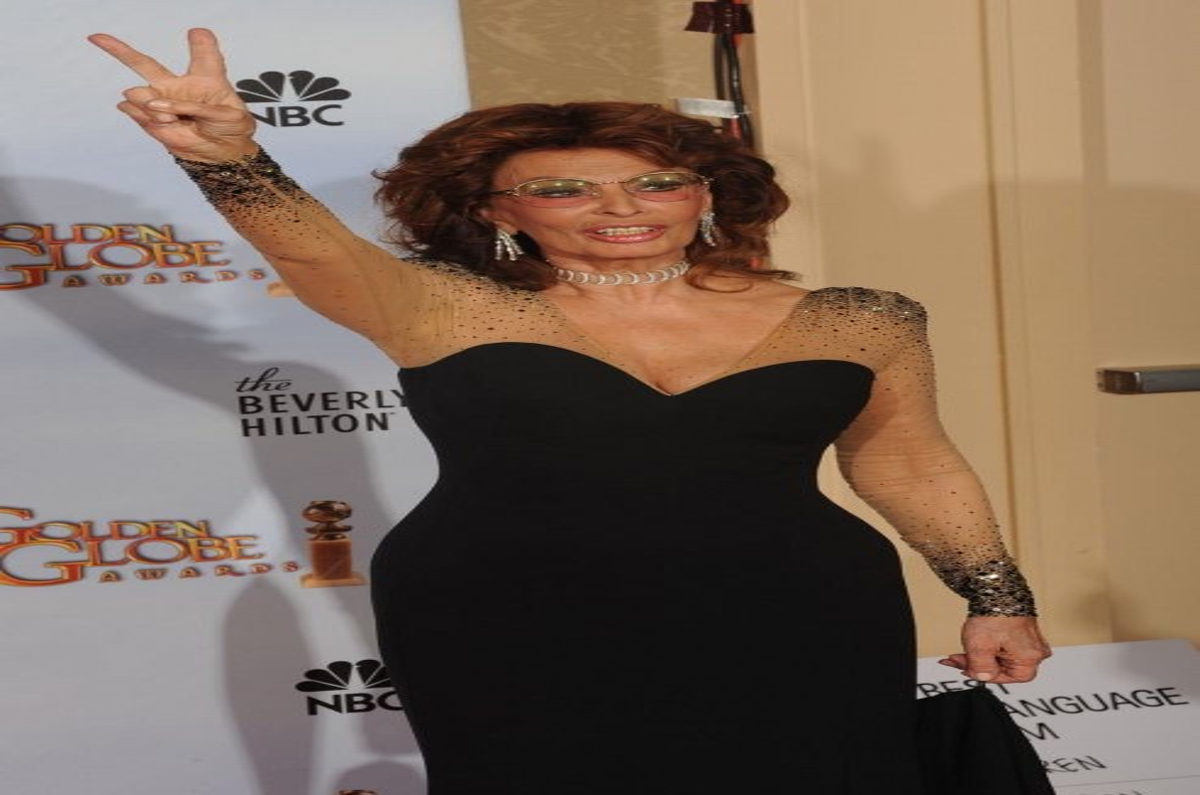 https://cdnph.upi.com/sv/ph/og/upi/2541454529434/2016/4/ee303c1e64a391907722dd073c67d892/v1.5/Sophia-Loren-stuns-in-Dolce-Gabbana-short-film.jpg
