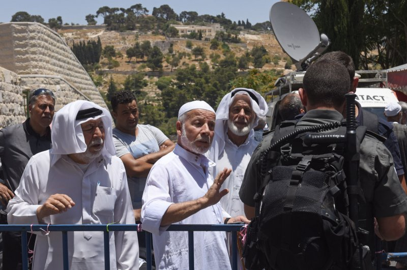Jew Detector: Israel Reopens Temple Mount; Muslims Protest Metal