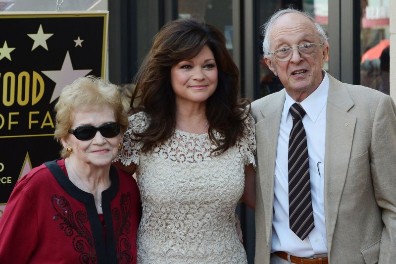 Valerie bertinelli learns family secrets on 39 who do you for Who is valerie bertinelli married to