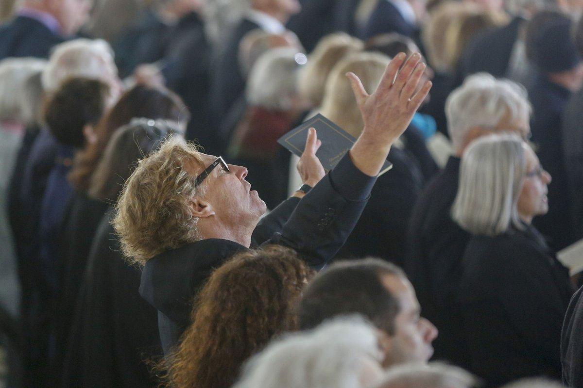 Thousands mourn evan