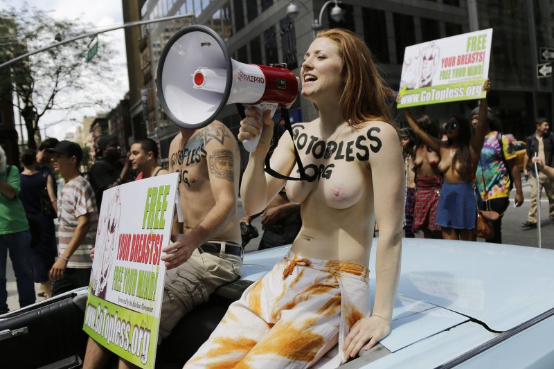 Look Women Bare Breasts In Nyc For Gotopless Day - Upicom-9908