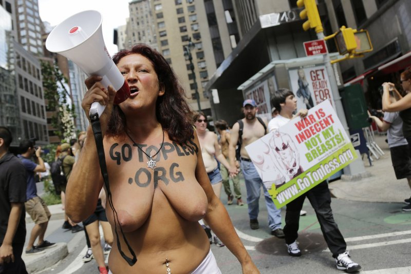 Look Women Bare Breasts In Nyc For Gotopless Day - Upicom-4472