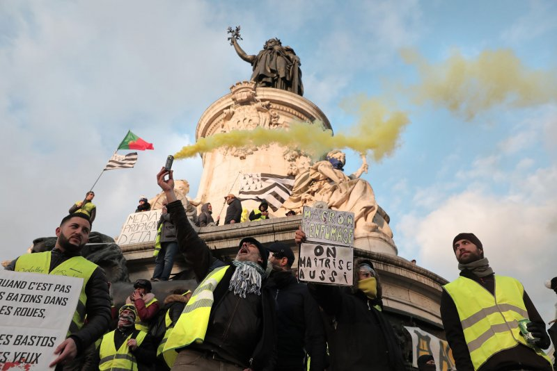'Yellow vest' protest intensifies as it enters 13th week