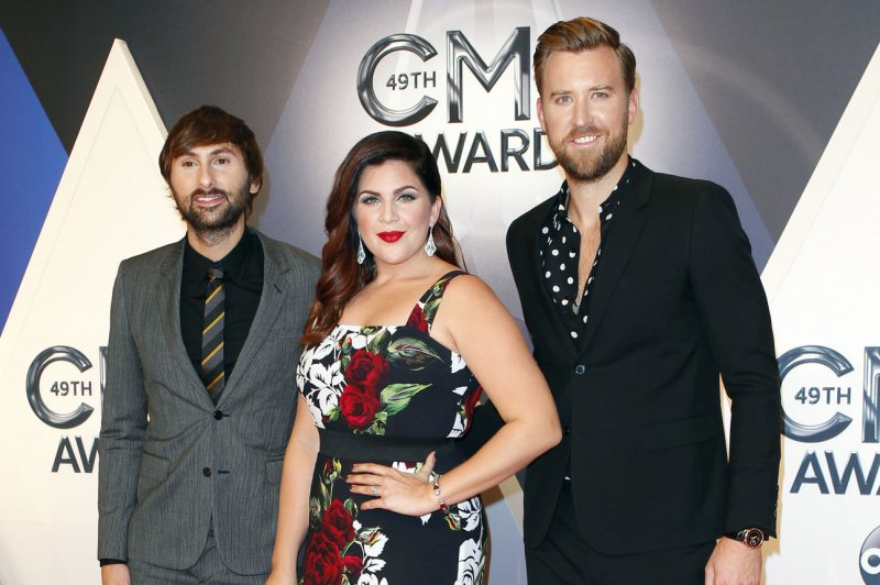 Hillary scott husband chris tyrrell expecting twins for Is hillary from lady antebellum pregnant