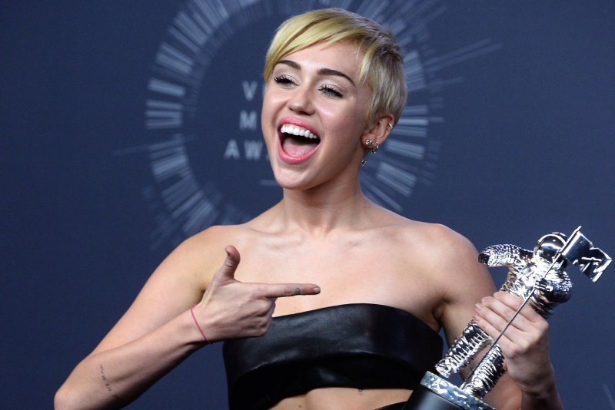 Chelsea Handler, Miley Cyrus Fight Instagrams Censorship -4385