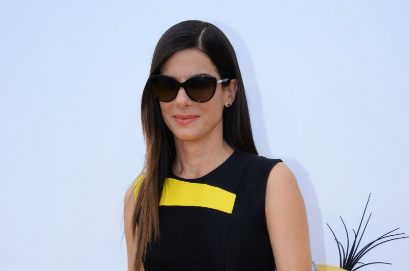 Sandra Bullock wears 'Minions' shoes to movie's premiere - UPI com