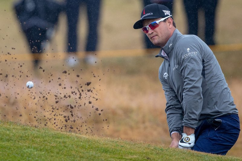 watch  zach johnson birdies no  18 for share of lead at